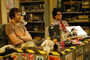 Roy (Chris O'dowd) et Moss du service informatique.
