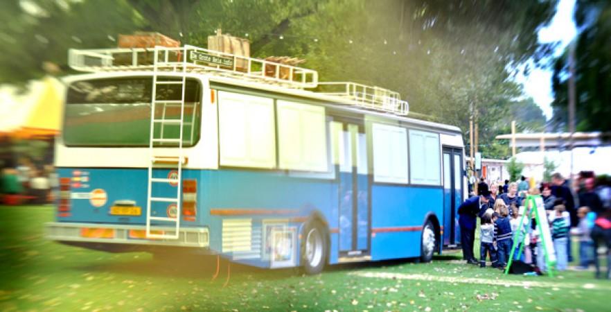 le grand voyage installation th trale dans un bus pour les enfants journal ventilo. Black Bedroom Furniture Sets. Home Design Ideas