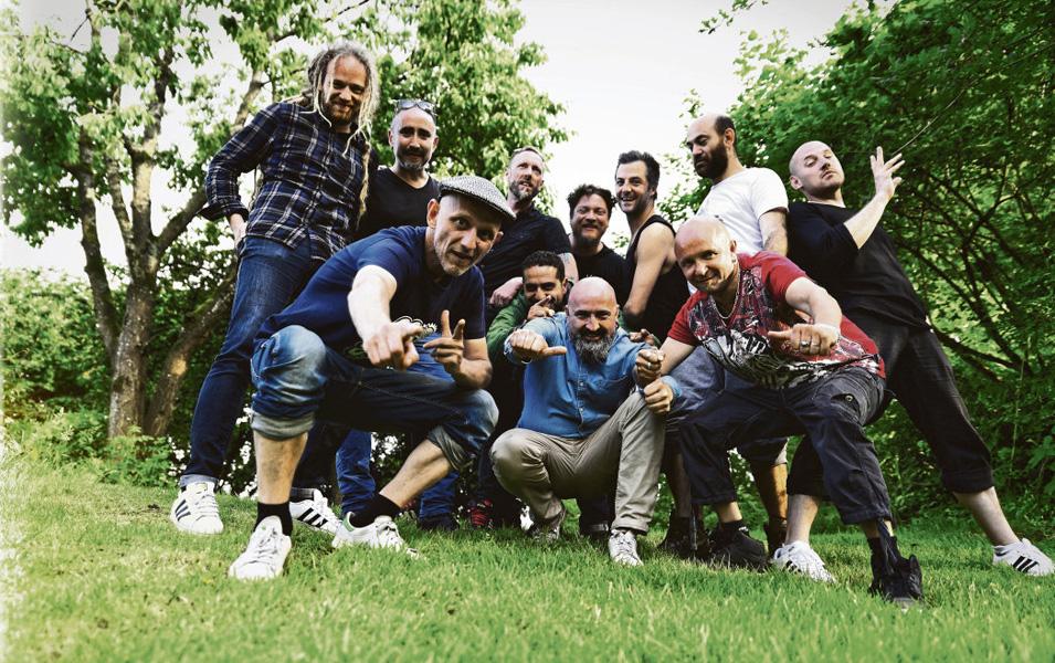Collectif 13 avec des membres de Tryo, La Rue Ketanou et Massilia Sound System © Mathieu Cuinet