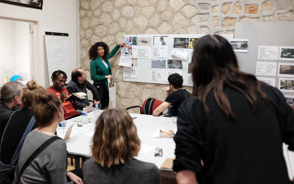 Atelier de mise en œuvre avec des personnes détenues et des étudiants du master documentaire d'Aix Marseille Université, en partenariat avec le CP de Marseille-les Baumettes et le SPIP 13, photo Joseph Cesarini